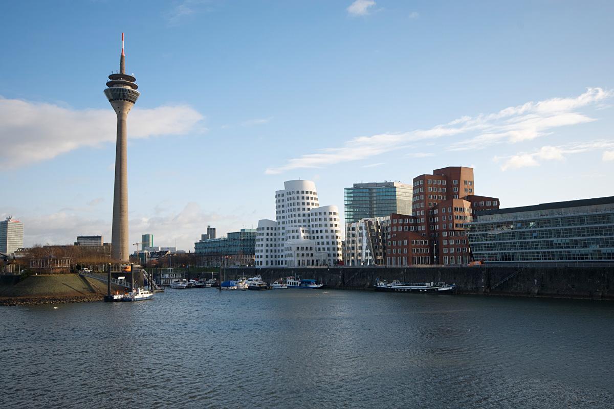 Der Medienhafen in Düsseldorf bei Tag
