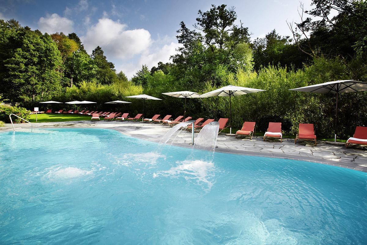 Das Sole-Außenschwimmbad des Hotel Esplanade
