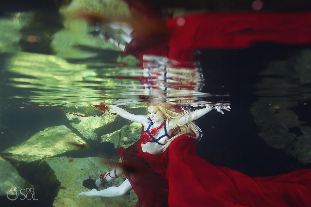 Unterwasserstimmung beim Lingerie-Shooting (© del Sol Photography)